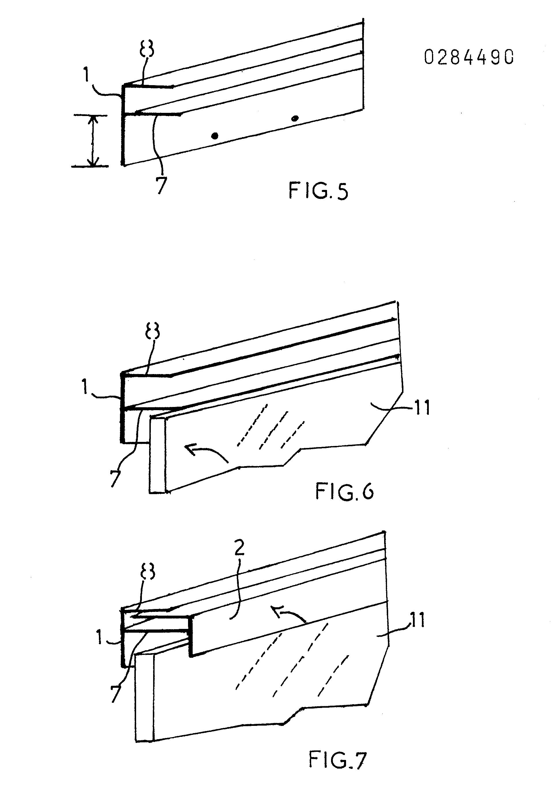 Patente ep0284490a1 proc d de fixation pour miroir de grande dimension et profil d for Miroirs grandes dimensions