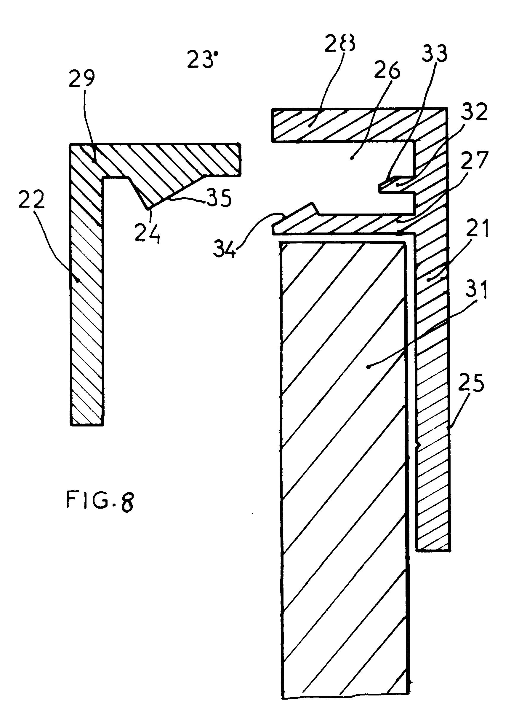Patent ep0284490b1 proc d de fixation pour miroir de grande dimension et profil d 39 encadrement for Miroirs grandes dimensions