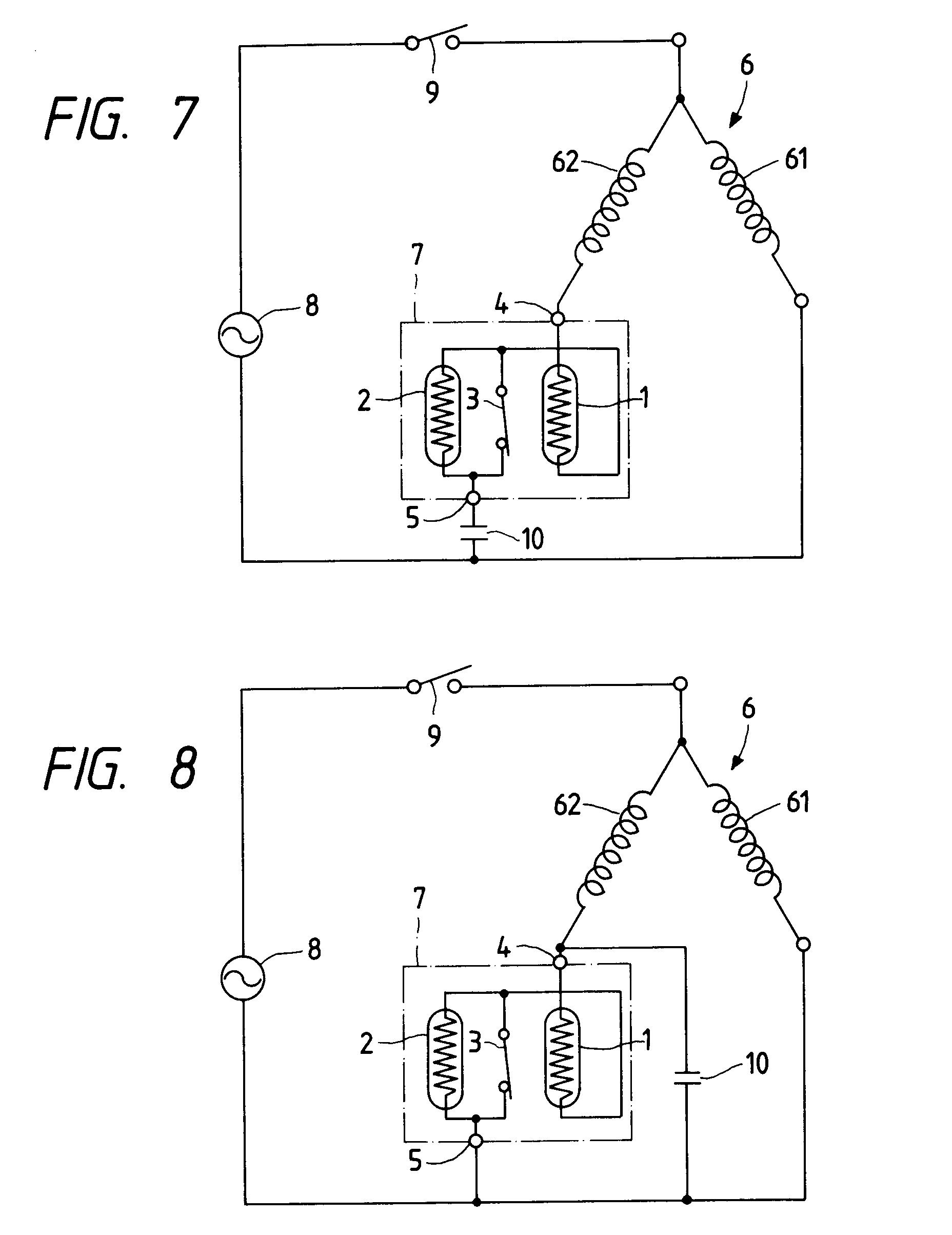 Patent Ep0590592a1 - Motor Starting Relay Device Having Ptc Thermistors