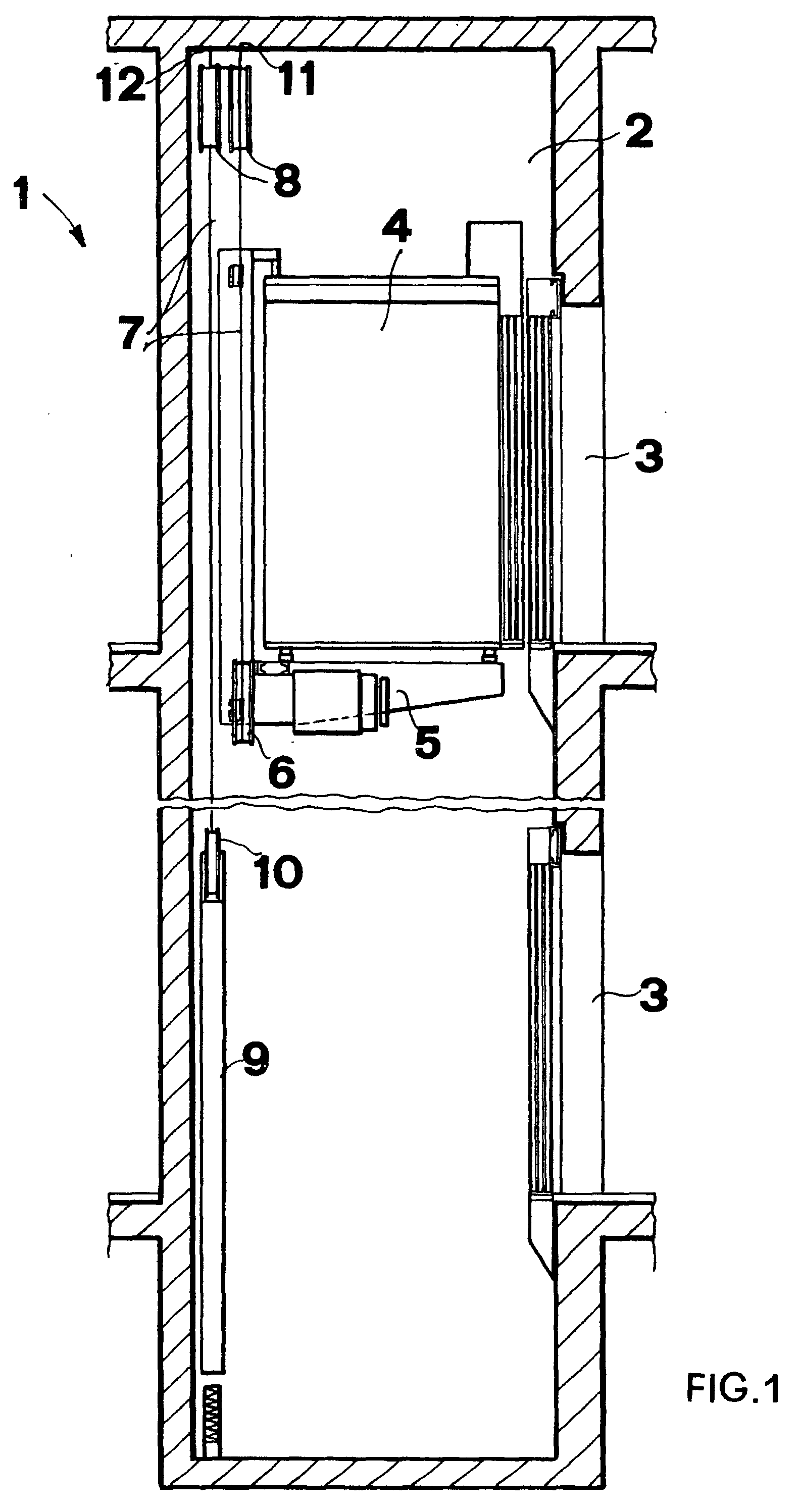 Patent Ep0924156b1 Elevator With Onboard Driving Means