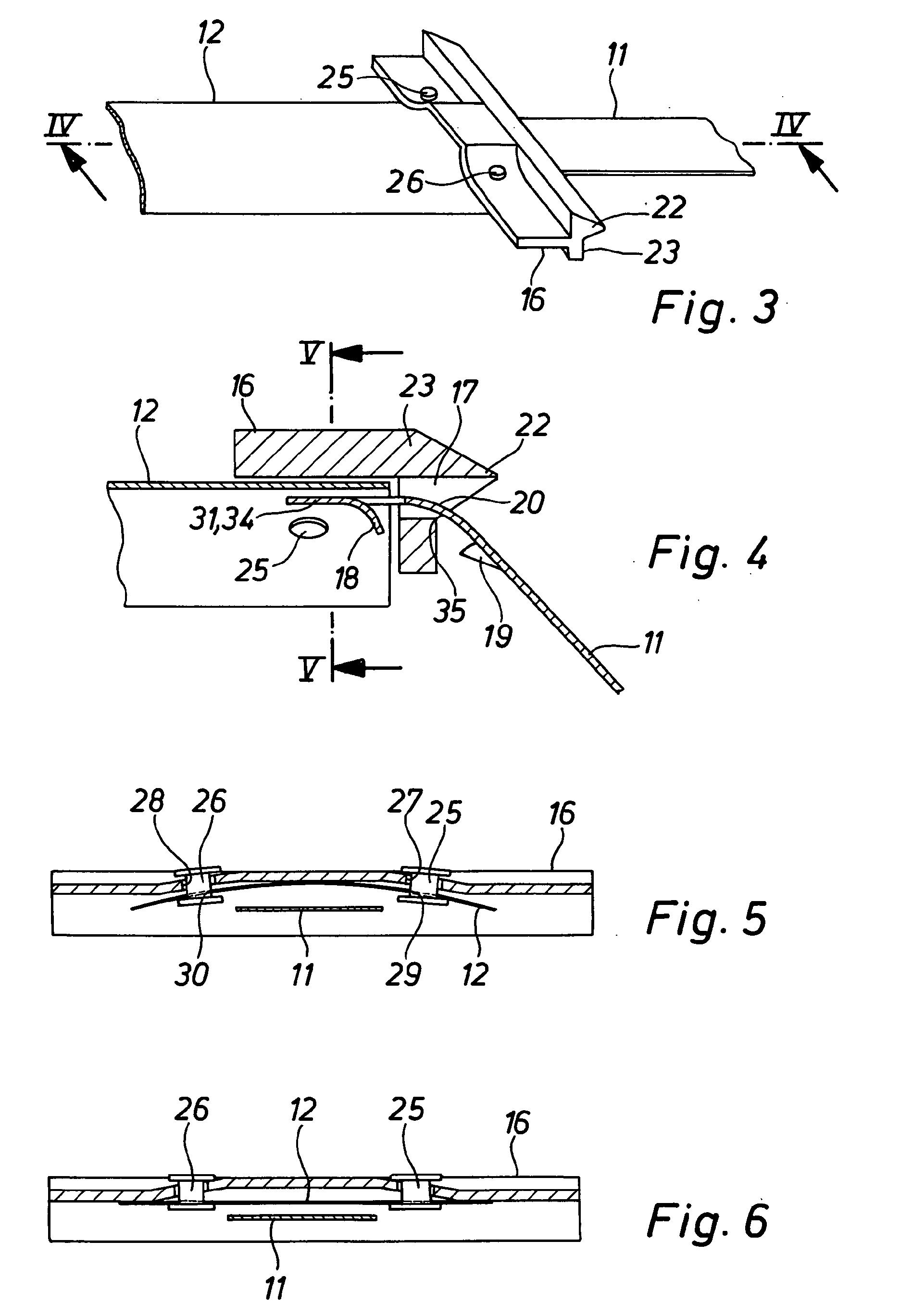 patent ep1267030a1 volet roulant comprenant attache et anti relevage avec des ressorts lames. Black Bedroom Furniture Sets. Home Design Ideas