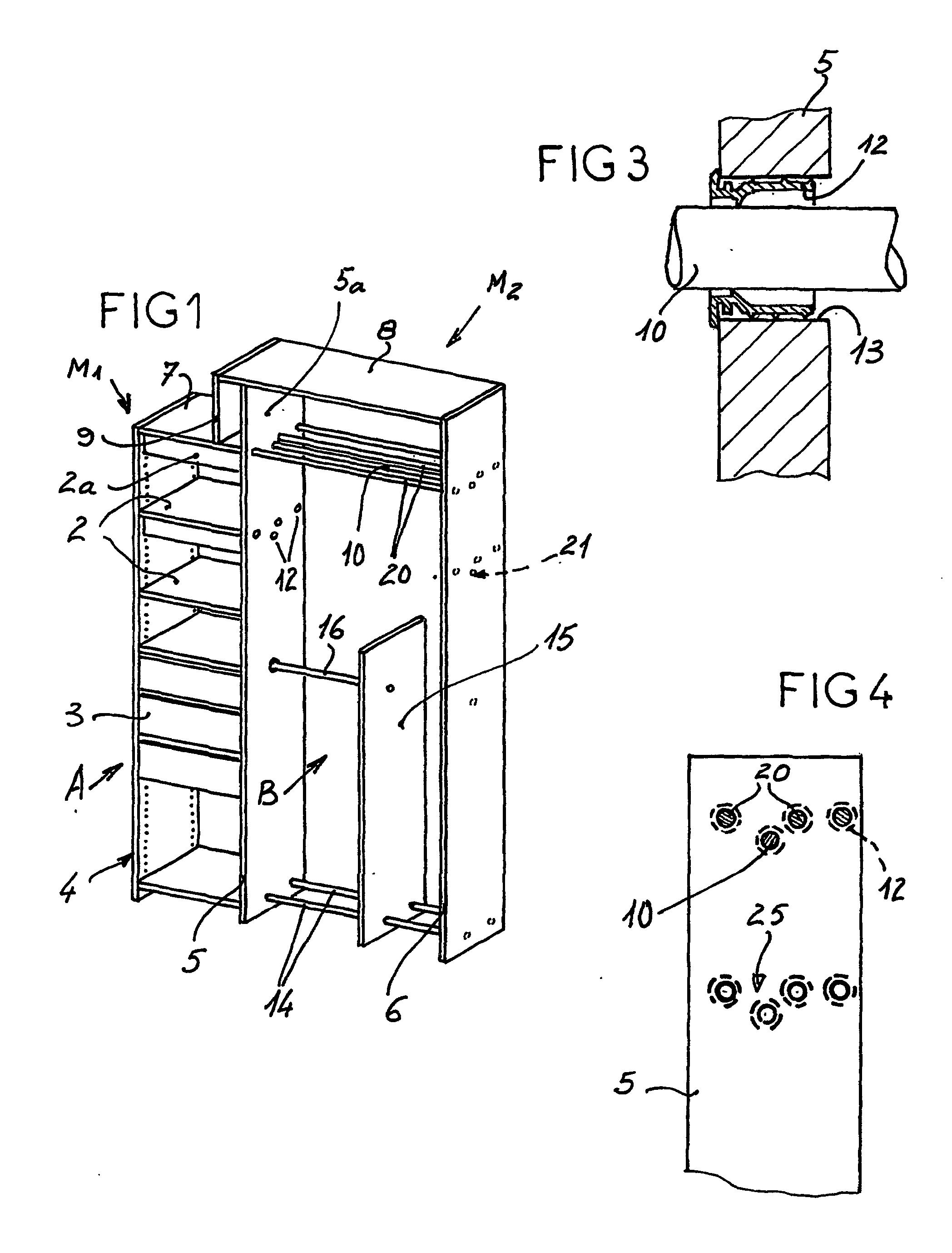 Patent ep1276403b1 ensemble de rangement a double for Barre de penderie coulissante
