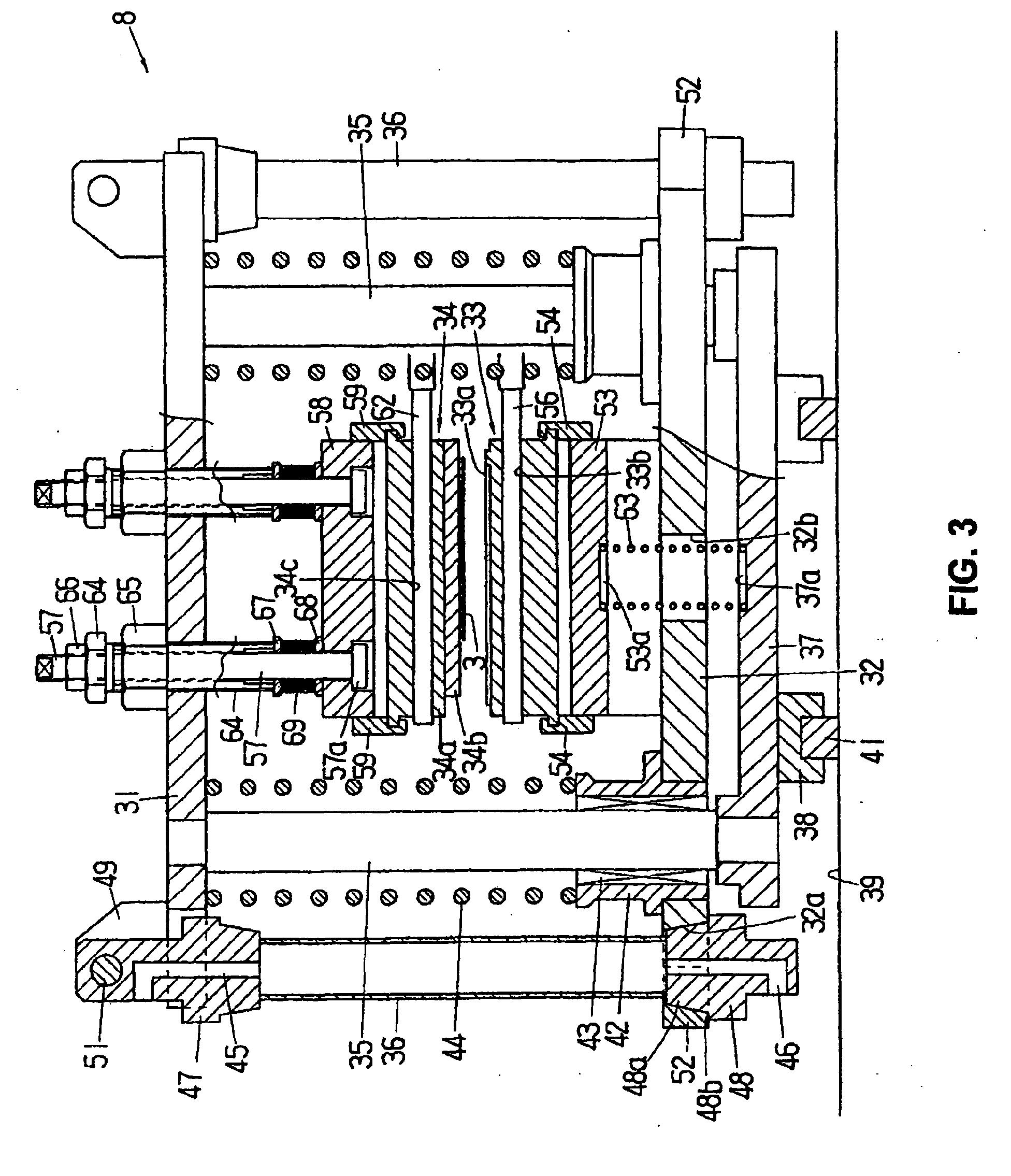 专利ep1457306a2 - a bag sealing apparatus