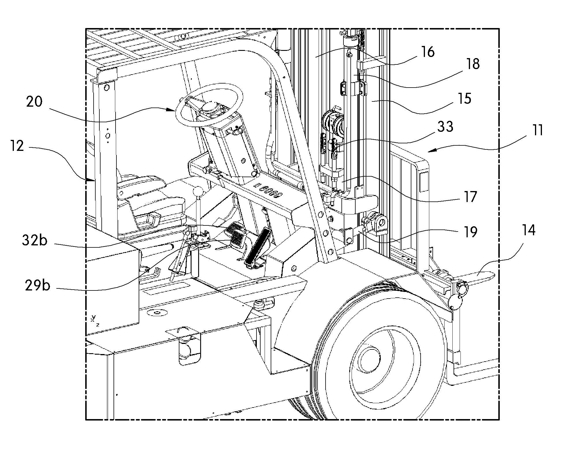 Patent WO2010062033A2 - 동시 작동 기능을 갖는 지게차 겸 자동차 ...