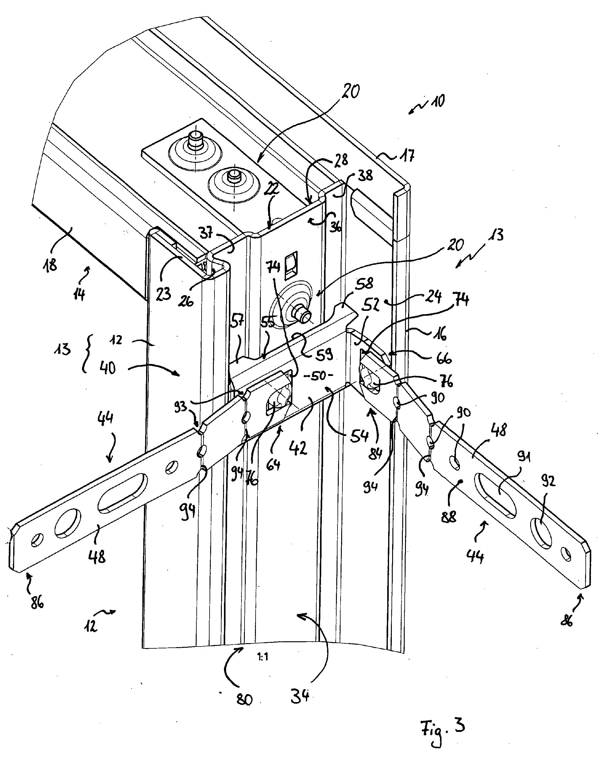 Patent EP1650392A2 - Zargenholm mit Befestigungseinrichtung sowie ...