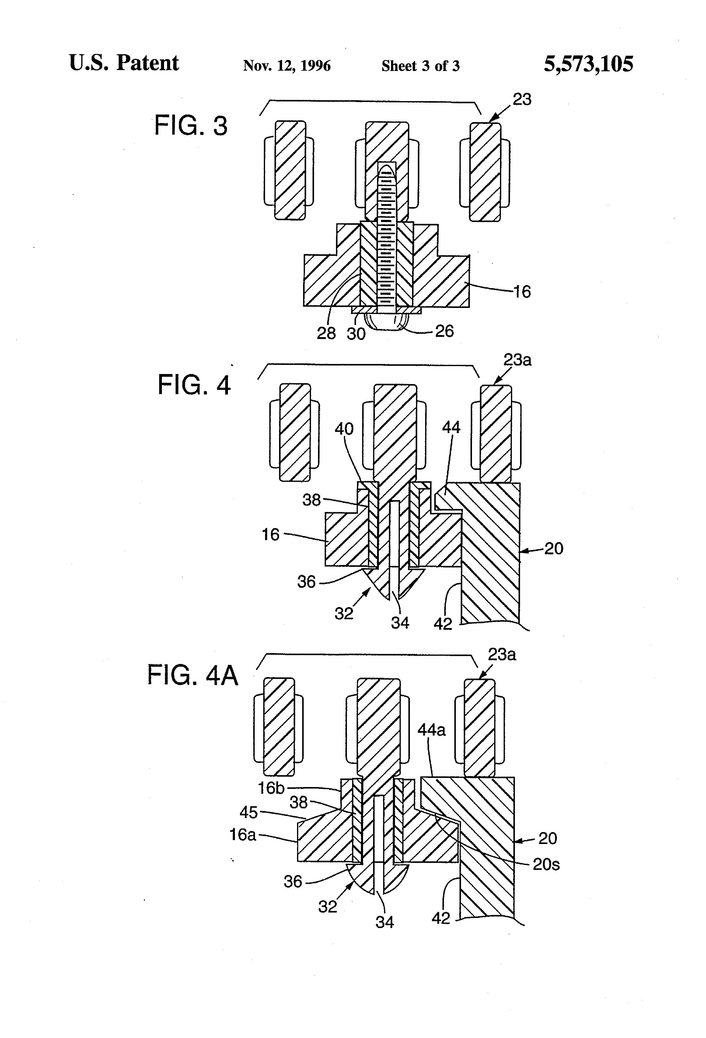 Brevet US5573105 - Radius conveyor with guide rollers